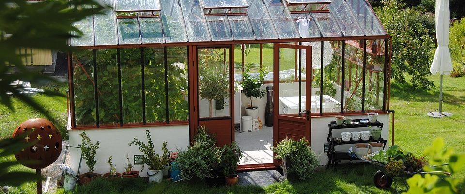 La serre de jardin plus tendance que jamais - Nature Tours ...
